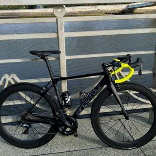 for sale full carbon roadbike 99% new... r8000 groupset...172.5 crank...52/36