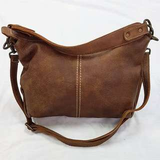 ROOTS GENUINE LEATHER SLING BAG