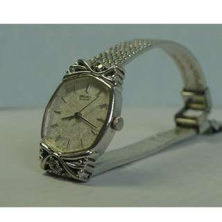 Seiko ladies' quartz watch in excellent condition.