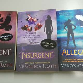 Divergent Series by Veronica Roth (3 Books)