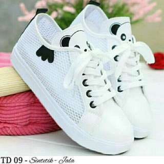 Sepatu lokal