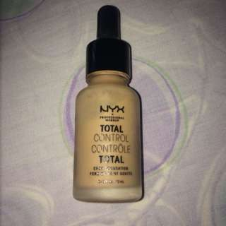 NYX Total Control Foundation - Natural