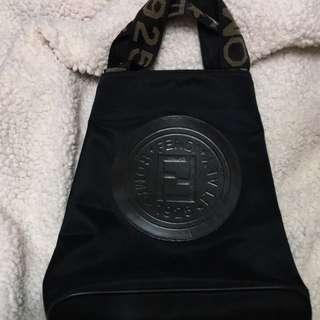 🚚 FENDI黑色帆布水桶手提包