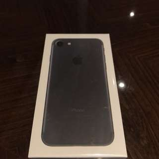 iPhone 7 black 32gb BNIB