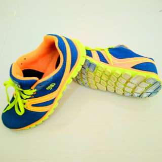 Sepatu running 910