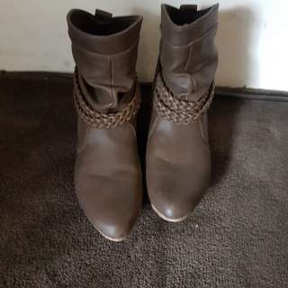 Novo ankle boots size 6