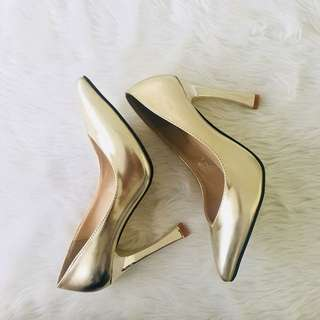 Gold Pointed Sexy Heels from Parisian (Size 36 / 6)