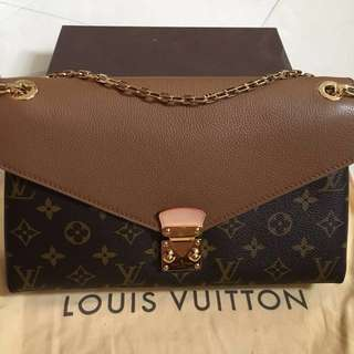 LOUIS VUITTON Pallas Chain bag