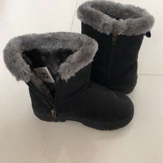 Brand new winter boots - universal traveller