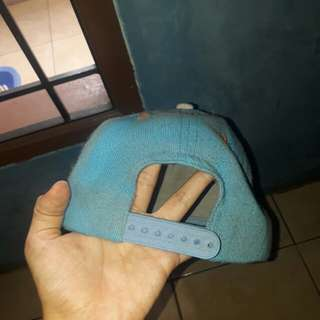 snapback biru