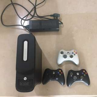 X BOX 360 ELITE  PLUS 3 CORDLESS CONTROLLERS