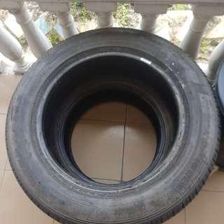 Pirelli 235 60 18