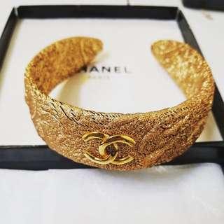(Sold out)Chanel vintage 金色緞面絲綢雕花頭箍