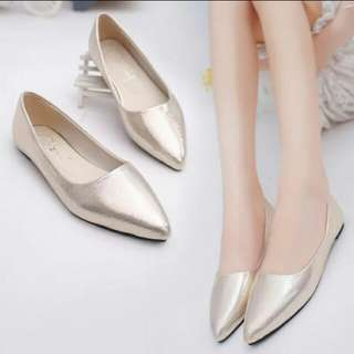 BRAND NEW Gold shimmer flats - size 37
