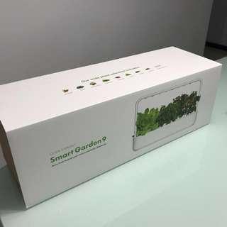Click and Grow Smart Garden 9 indoor gardening solution