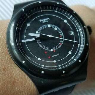 瑞士製Swatch Sistem-51機械手錶 ,機芯以51件機械零件鑲嵌製成而命名 ,全原裝,9成新淨,錶身無花,有盒 ,19石ETA自動機芯,行走精神 ,錶殼40mm不連錶的,原裝錶帶 ,二手價$980,有意請pm