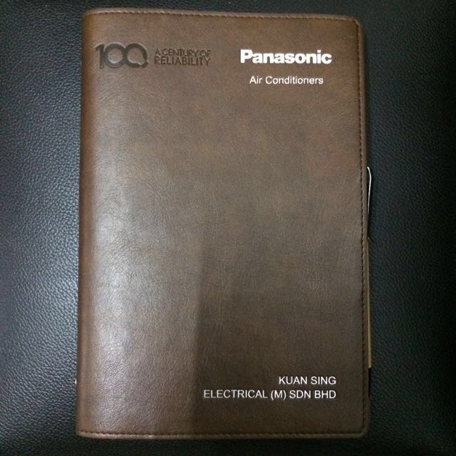 2018 Brown leather planner with wooden black pen