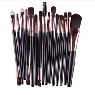 20-piece Make up Brushes (Various Colours)