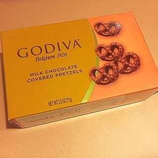 GODIVA Milk Chocolate covered Pretzels 71g