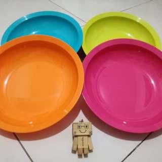 Cressendo Plates by Tupperware