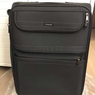 NEW Suitcase 全新旅行喼