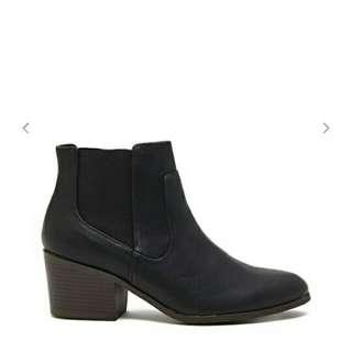 Sepatu boots forever 21