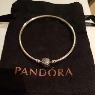 Pandora Bangle size 19