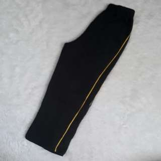 (5-6T) Cotton Jogging pants with yellow side lining