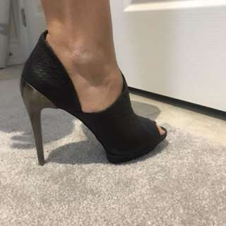 Bcbg high heels size 9