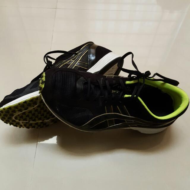 男亞瑟士黑色跑步鞋