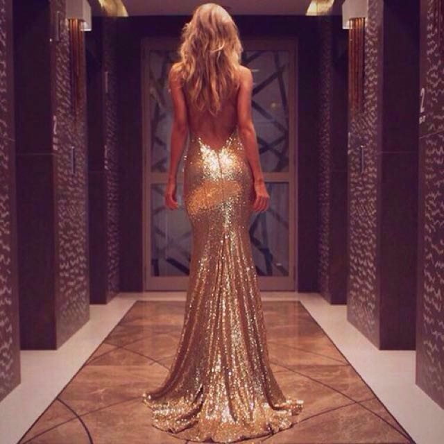 👭 ROSE GOLD SEXY BACK GOWN WITH LONG TRAIN (RENTAL)