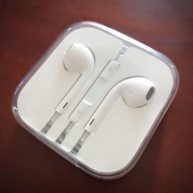 apple• EarPods 具備 3.5 公釐耳機接頭