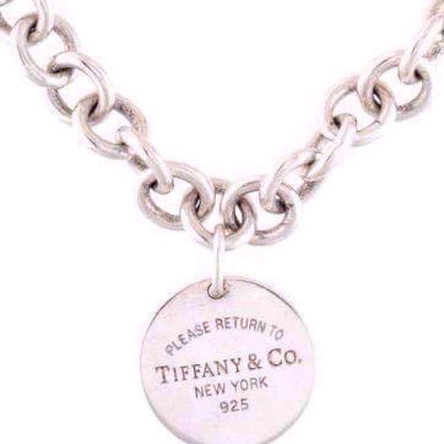 752eec712 Authentic Tiffany and Co Return To Tiffany Round Tag Necklace Silver XMAS  SALE, Women's Fashion, Accessories on Carousell