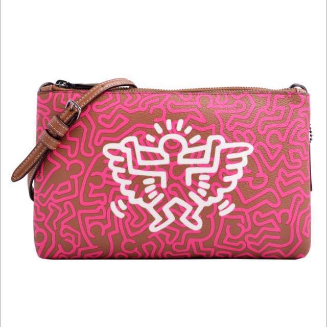 COACH x Keith Haring藝術家飛翔塗鴉皮革包