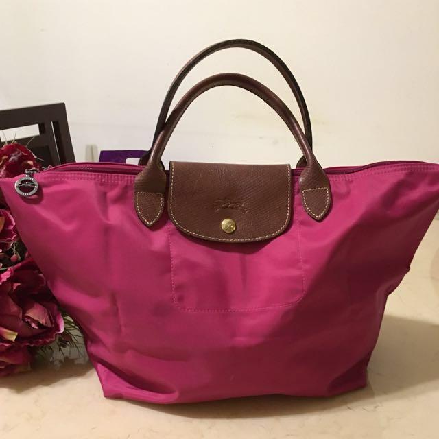免費贈送Coach盥洗包+Longchamp桃紅短柄購物包(正品)中款M號