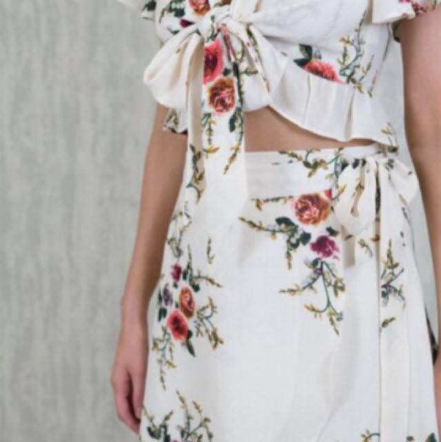 Crop floral tie up top and skirt set