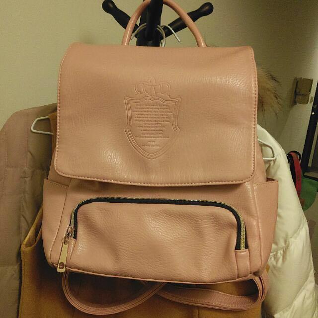-Dan小舖- 後背包 徽章印圖後背包 淺粉色 淡粉紅色