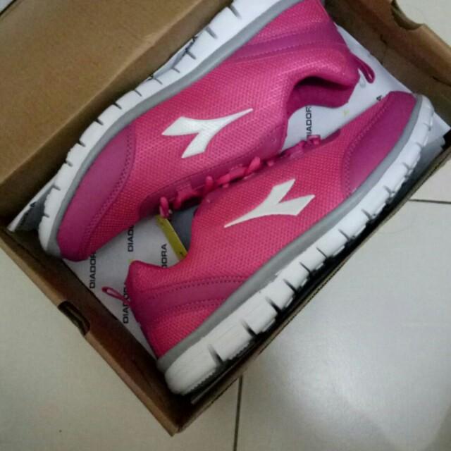 Diadora sport shoes woman