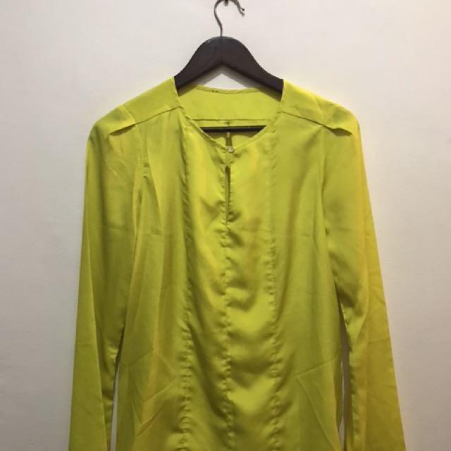 excellent condition silk yellow top - fits m