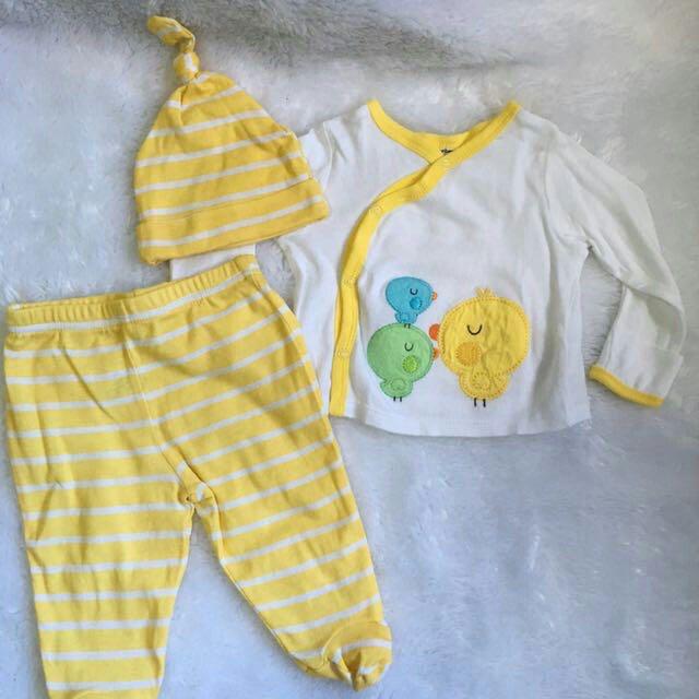 Gerber Newborn Set Top, Bottom and Bonnet for Baby Boy or Baby Girl