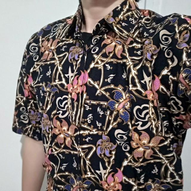 Kemeja Batik Halus hitam bunga merk Batik Pundi Ukuran L