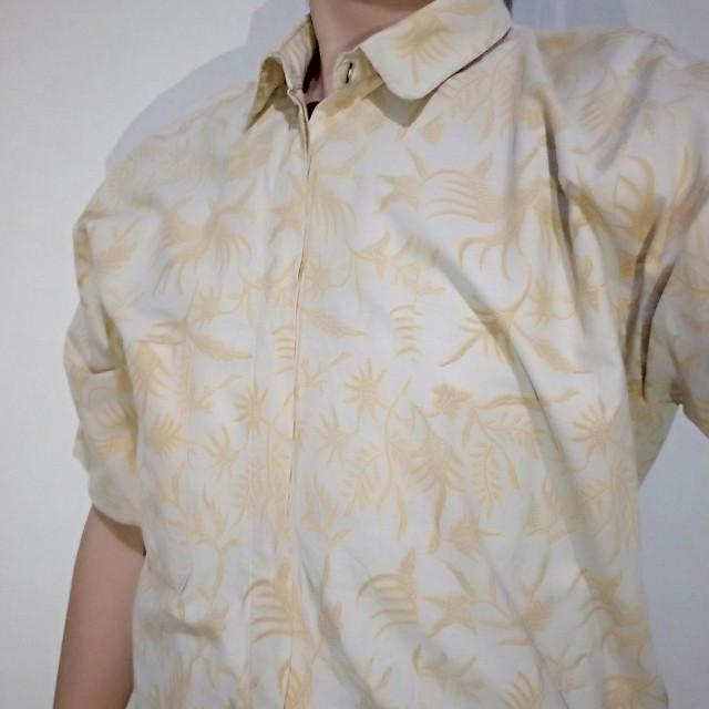 Kemeja Batik Halus Krem/ Tan motif daun Ukuran M besar