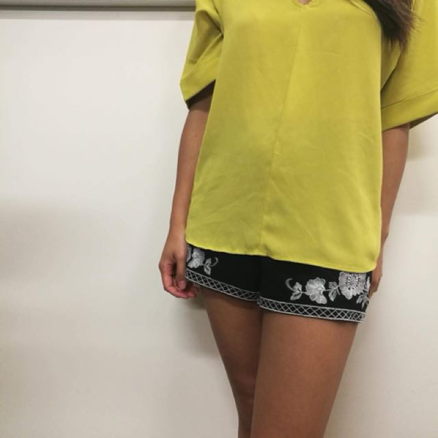 Loose fitting mustard top
