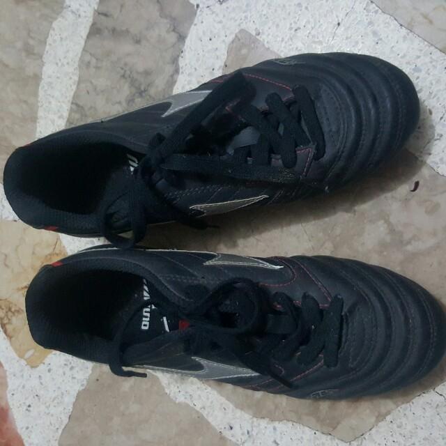 Mizuno football shoes