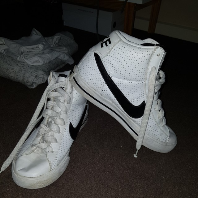NIKE HIGH TOPD WOULD FIT A 6