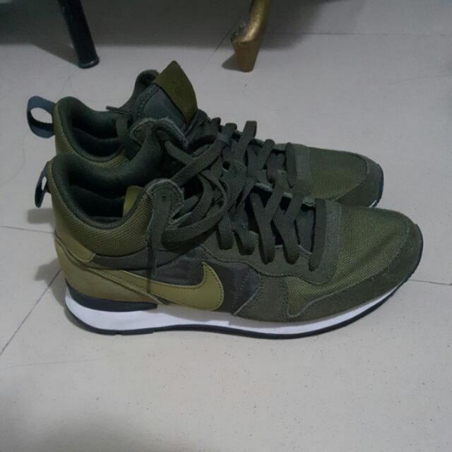 Nike. Mid Internarionalist