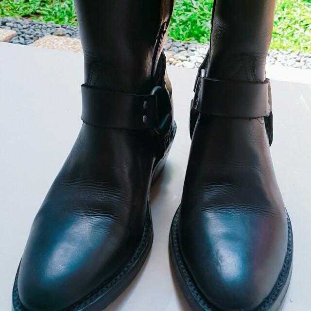 Sepatu Booth Merek Kanselir