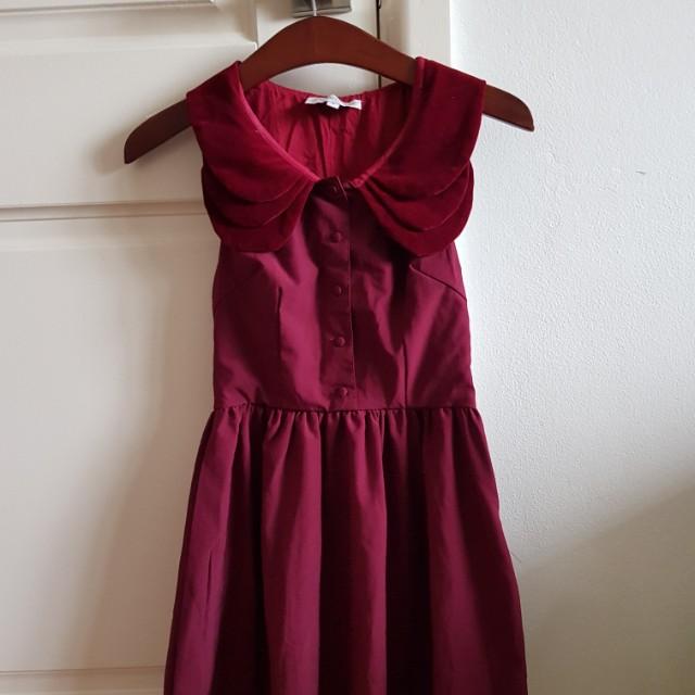 Show pony maroon collar dress