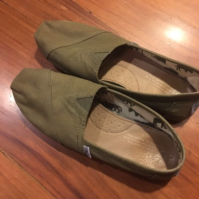 Toms Olive Green (W7)