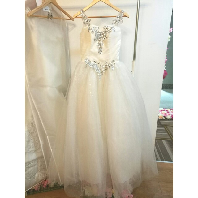 Wedding gown clearance sale Bridal gown white, Women\'s Fashion ...